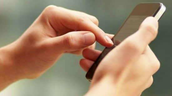 Smartphone : 5 gestes pour réduire son niveau d'exposition aux ondes